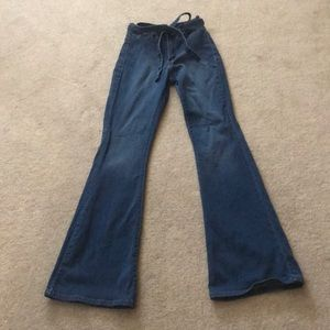 Stretchy boot cut jeans with removable jean belt